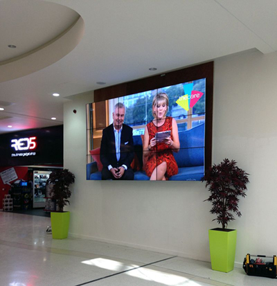 digital signage screens video wall shopping center