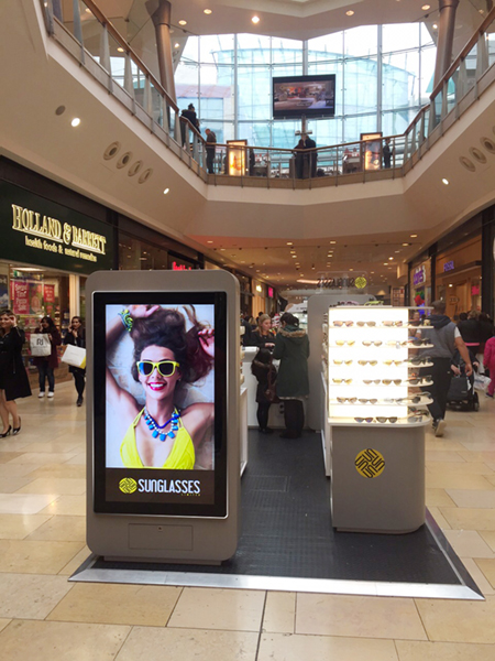 digital signage screen retail shopping centre