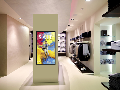 digital signage screen monitor retail fashion
