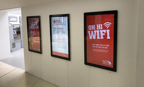 digital signage screen rail station