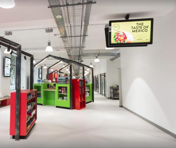 digital signage screen restaurant fast food
