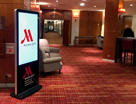 digital signage screen hotel