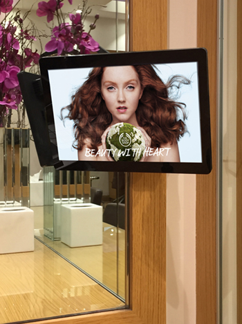digital signage screen pos hair salon